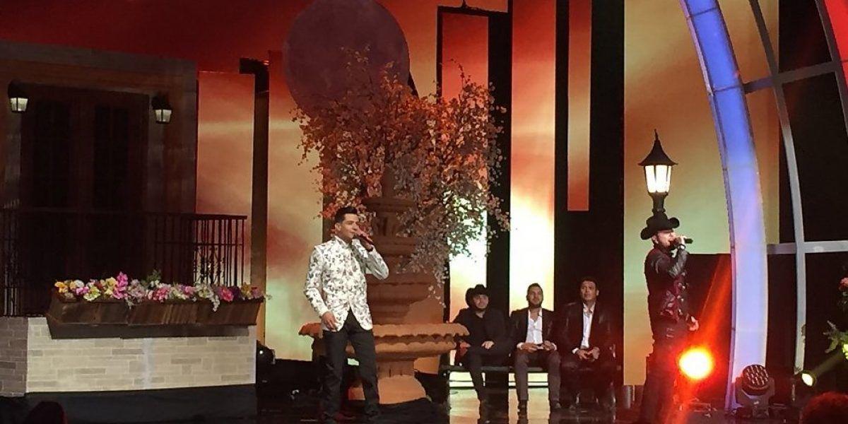 Cantante Luis Coronel se roba el show en Premios de la Radio en Los Ángeles