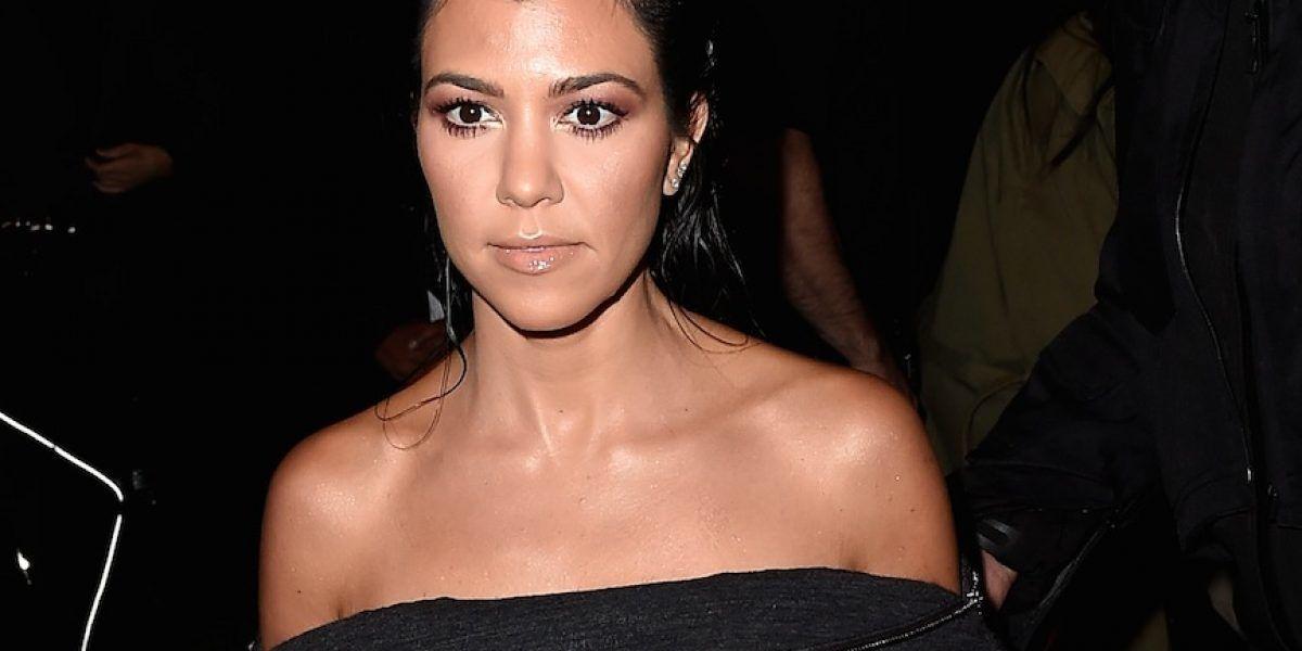 Kourtney Kardashian exhibe ropa interior con sugerente vestido transparente