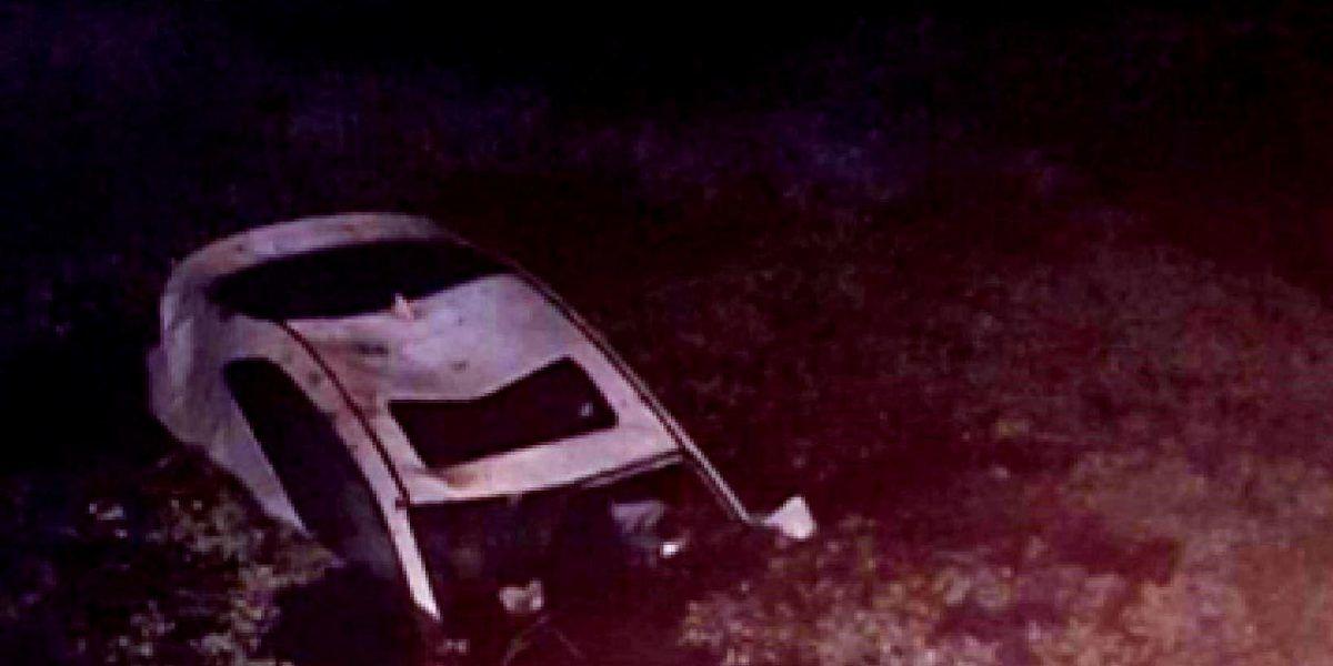 Policía rescata a ocupantes de vehículo que se hundía en Canóvanas
