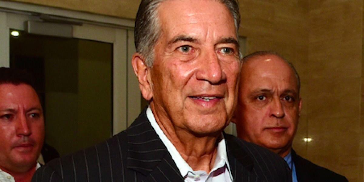 Pedro Rosselló coincide con Buzo en tarima política
