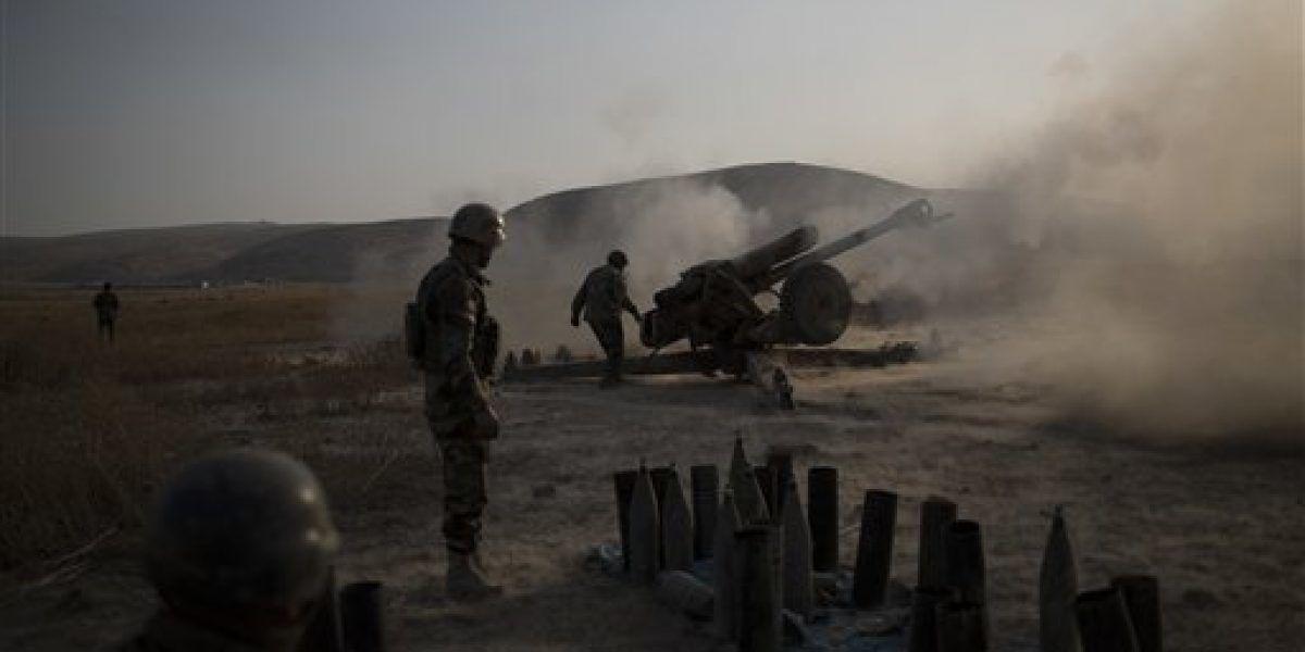 Curdos avanzan sobre poblado ocupado por Estado Islámico