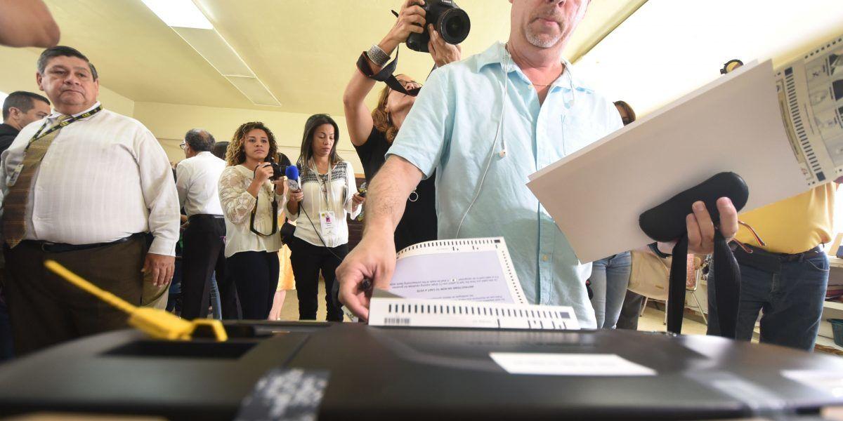 Máquina defectuosa en centro de votación Precinto 1