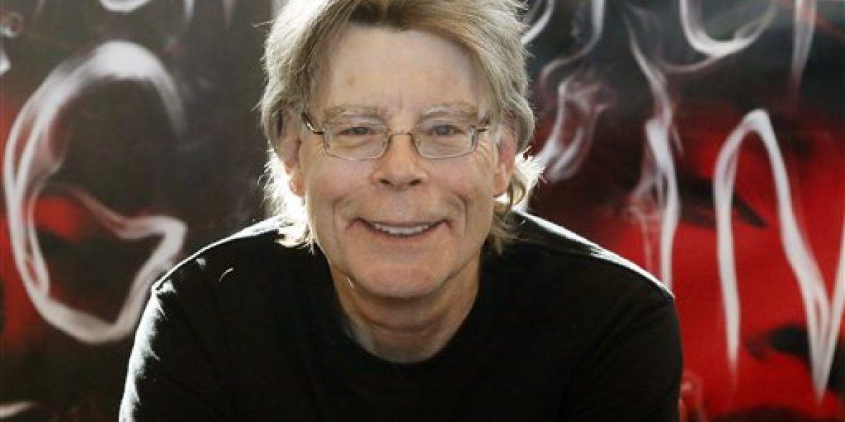 Stephen King lanza su más reciente libro en su alma máter