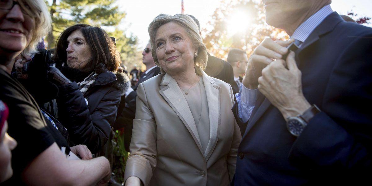 Clinton elogia a participantes de marcha en Washington D.C.