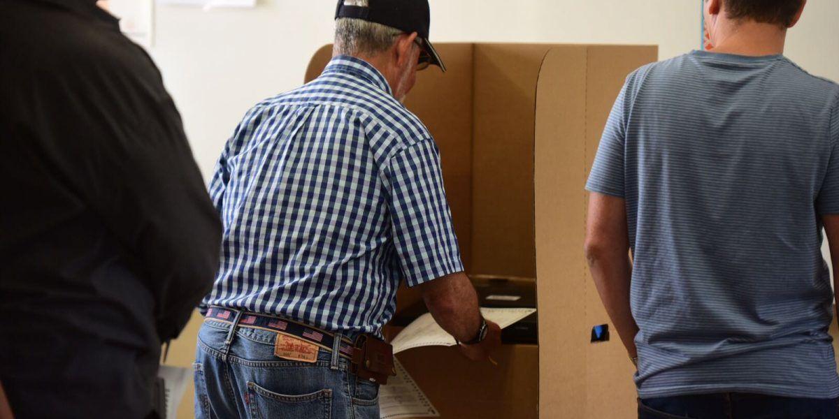 Cierran colegios de votación tras atropellado proceso de elecciones