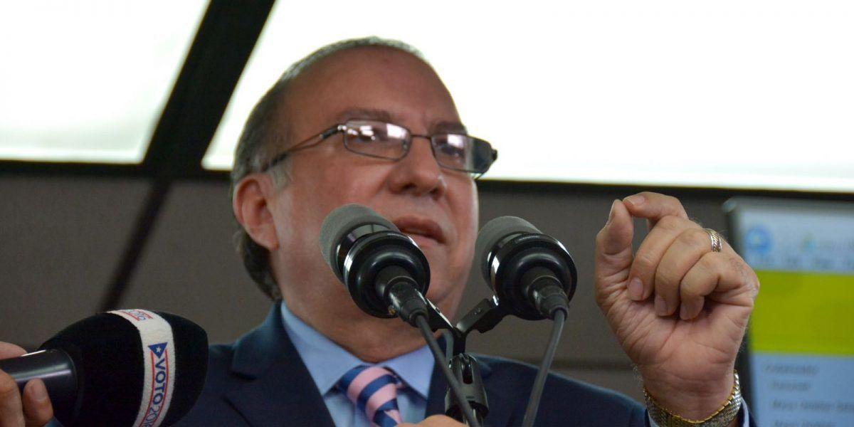 Ferdinand Mercado dice se han tardado porque la CEE es lenta