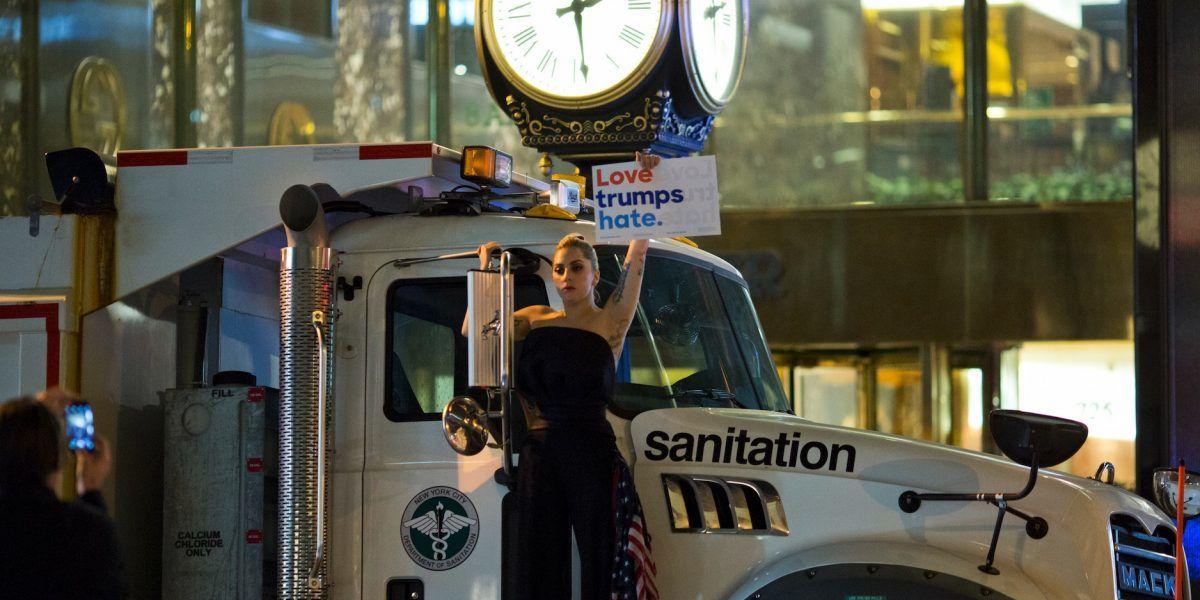 Lady Gaga protesta frente a Trump Tower