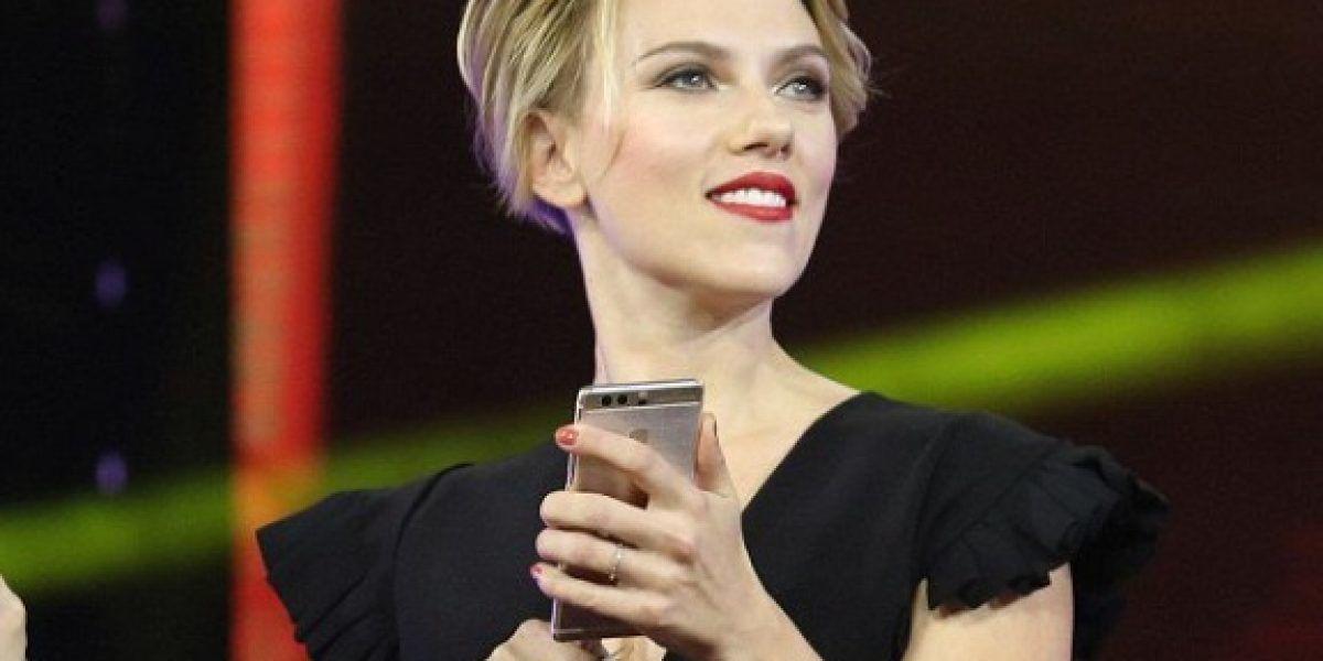 Scarlett Johansson presume sus torneadas piernas