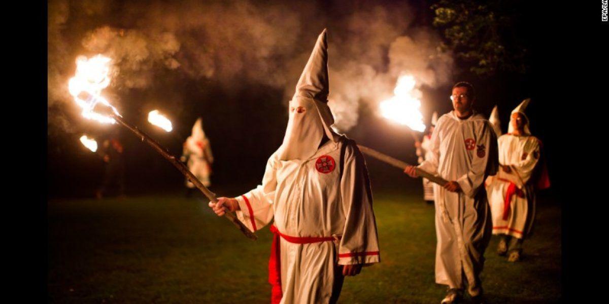 Comité republicano en North Carolina condena marcha KKK por Trump