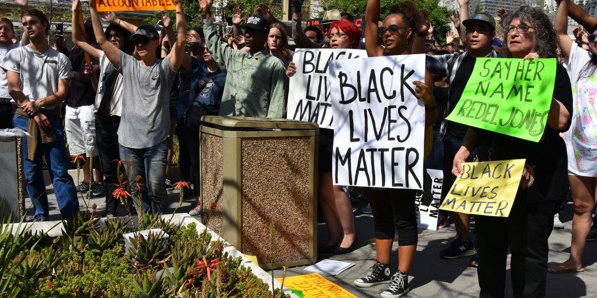 Nulo juicio contra policía acusado de matar a afroamericano