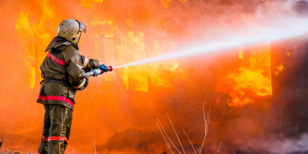 Daños por 100 mil dólares causa incendio en edificio