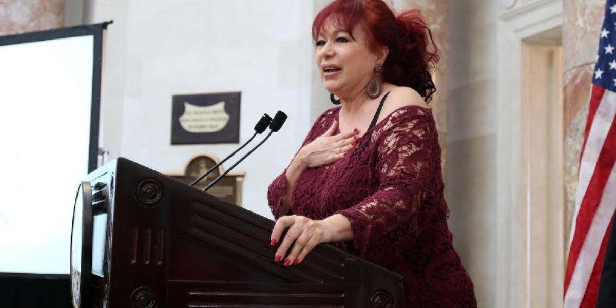 Honran a Iris Chacón en la Cámara de Representantes