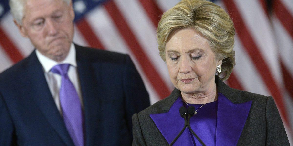 Equipo de Clinton: recuento es desperdicio de recursos