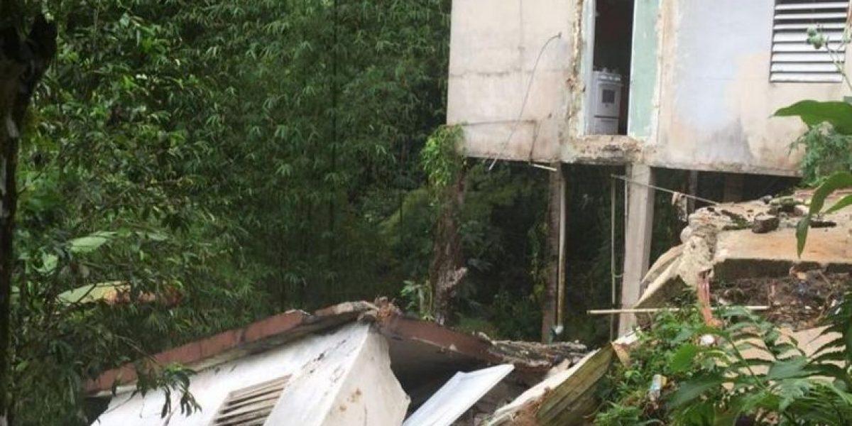 Familia en Utuado pasa susto de la vida al derrumbarse parte de su residencia