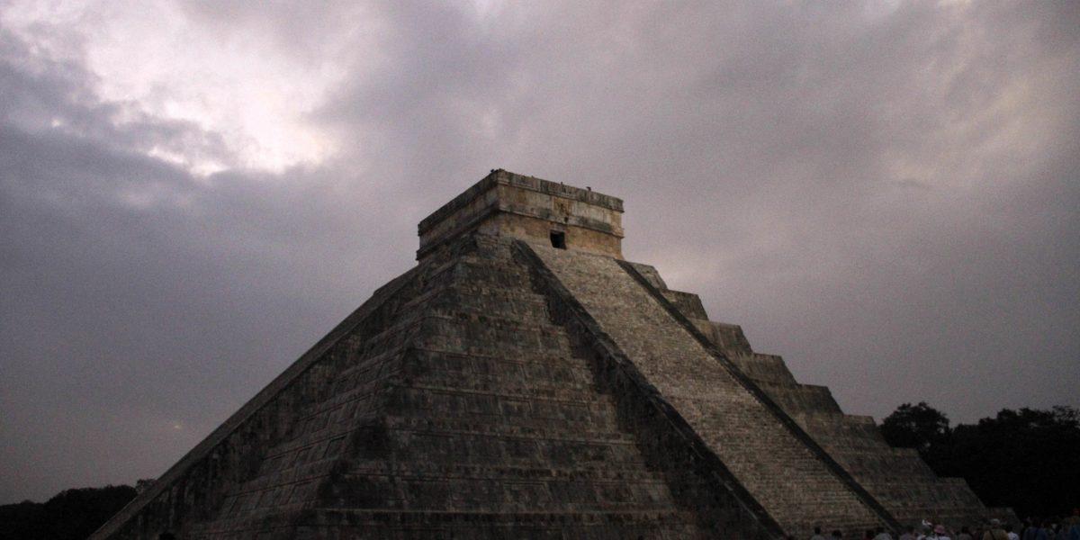 Descubren una segunda pirámide dentro del templo de Kukulkán