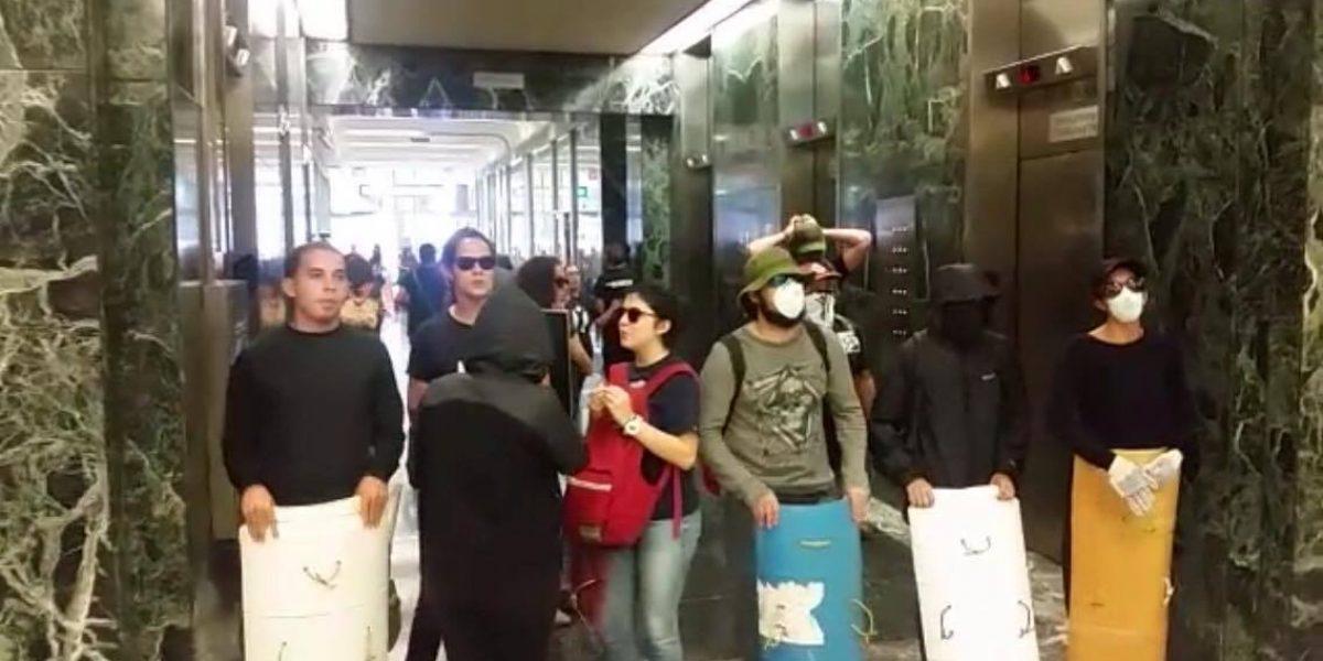 Protestantes de la Junta se quedan en San Juan