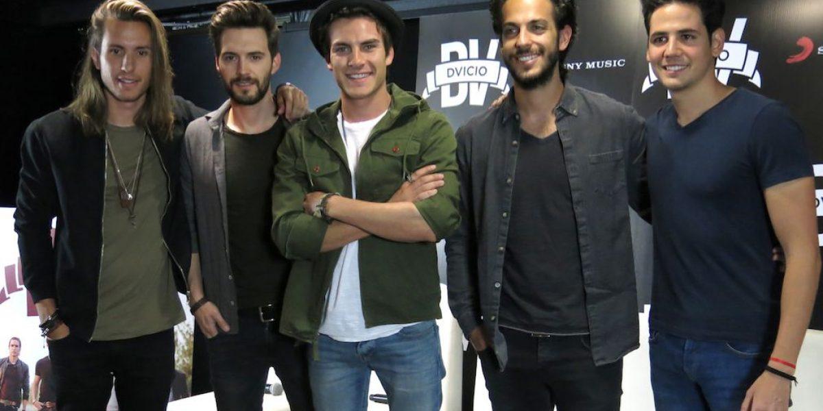 Dvicio se equivoca al presentar Latin Grammy a Juan Gabriel