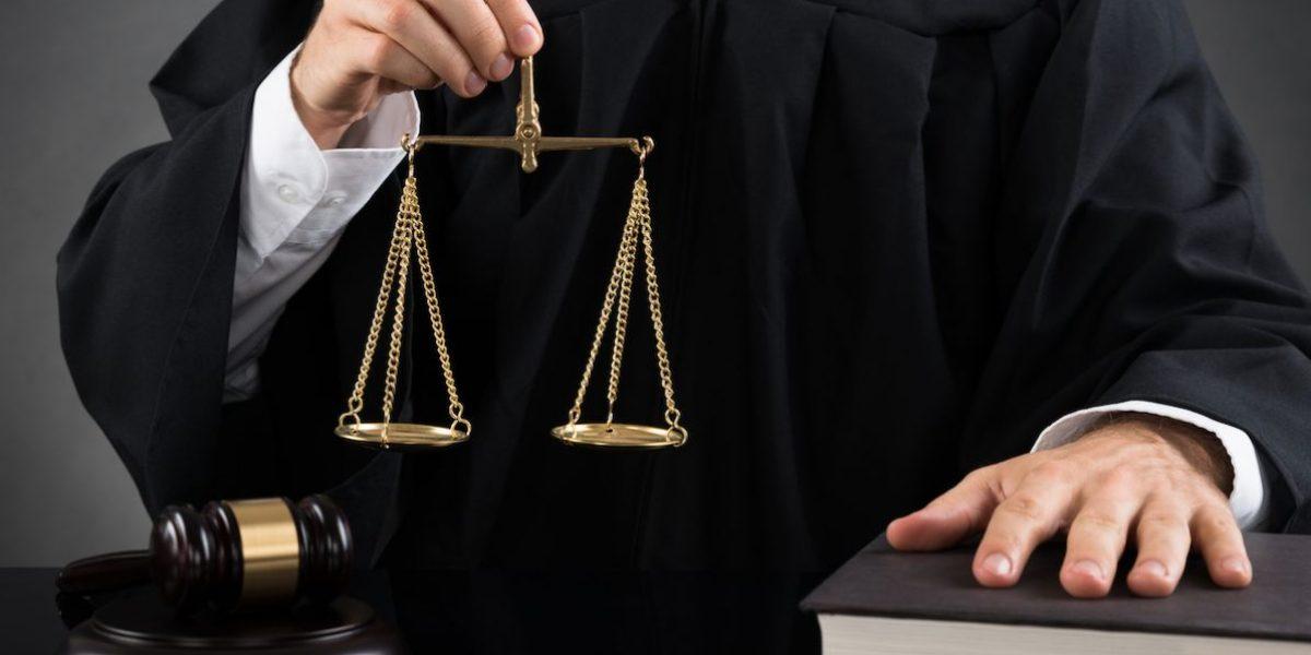 Bien pocos pasan la reválida de Derecho