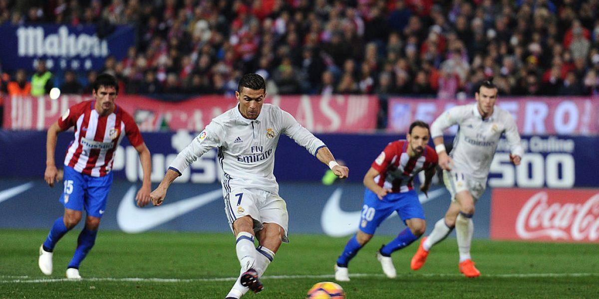 Triplete de Cristiano le da victoria al Madrid y ventaja en el tope