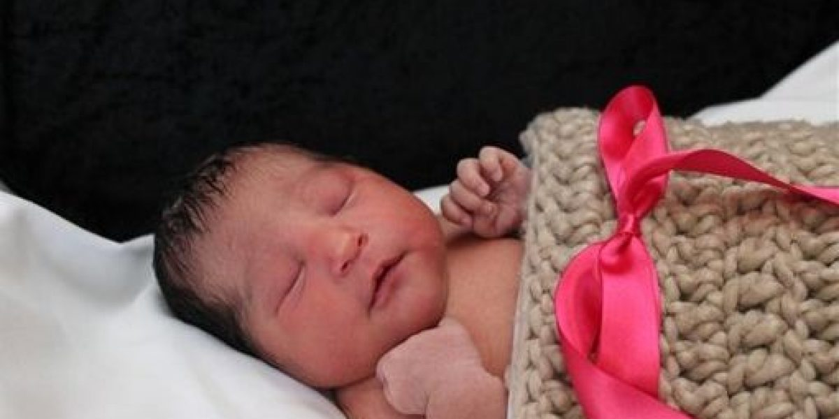 Hallan viva a recién nacida en Texas tras asesinato de madre