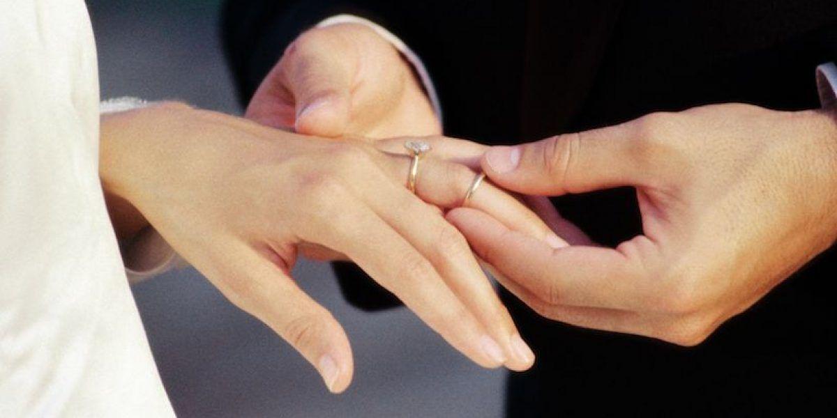 Notarios podrían celebrar matrimonios