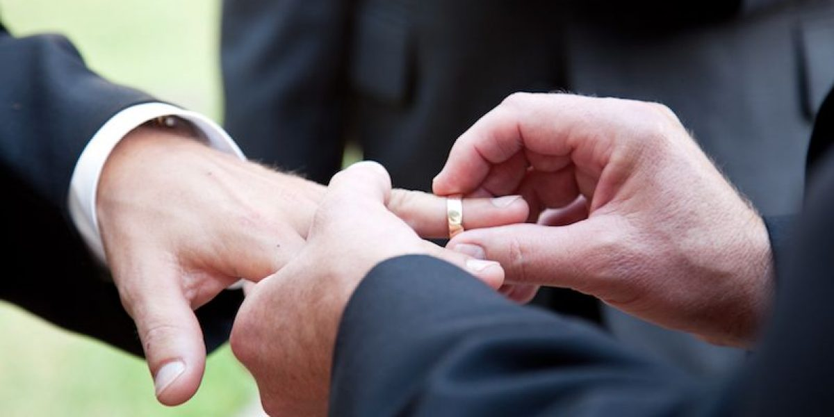 Buscan reanudar demanda a favor de bodas gay en Carolina del Norte