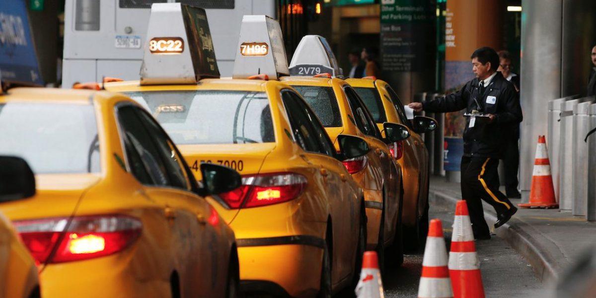 Aeropuertos de EE.UU. cobran salidas a taxis
