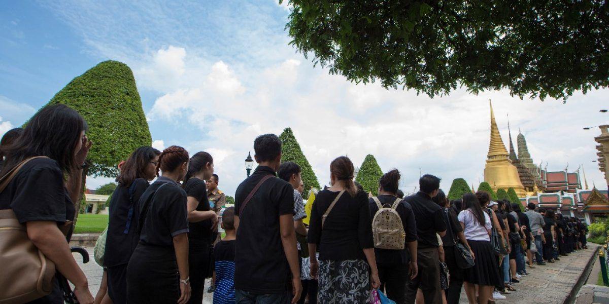 Tailandia da dinero a pobres para estimular economía