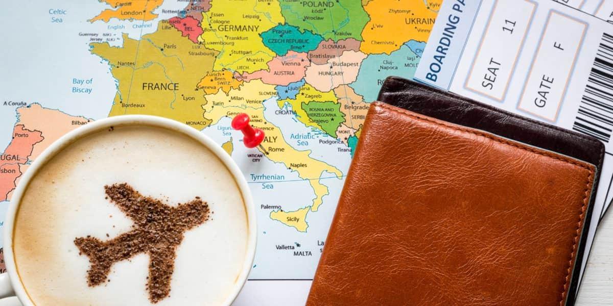 Brindan recomendaciones para viajes internacionales durante Acción de Gracias y Navidad