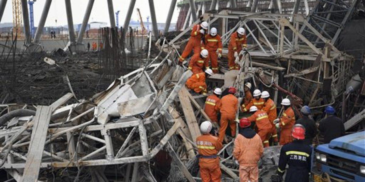 Mueren más de 60 tras derrumbe de un andamio en China
