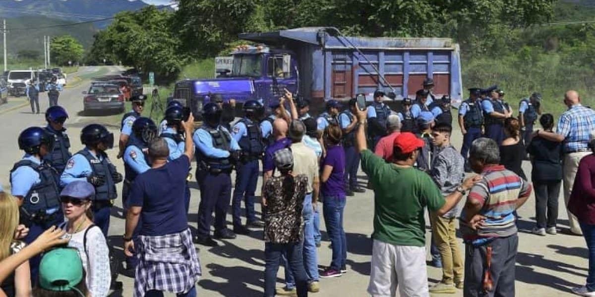 Organizaciones de mujeres se unen a protestas contra cenizas