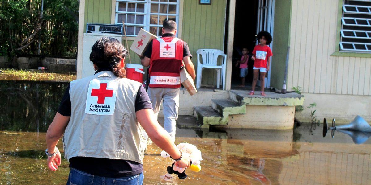 Cruz Roja ayuda afectados por inundaciones en varios municipios