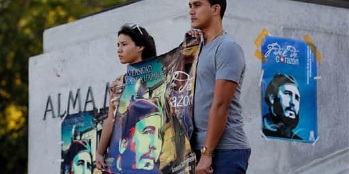 Cubanos hacen largas filas para rendir tributo a Castro