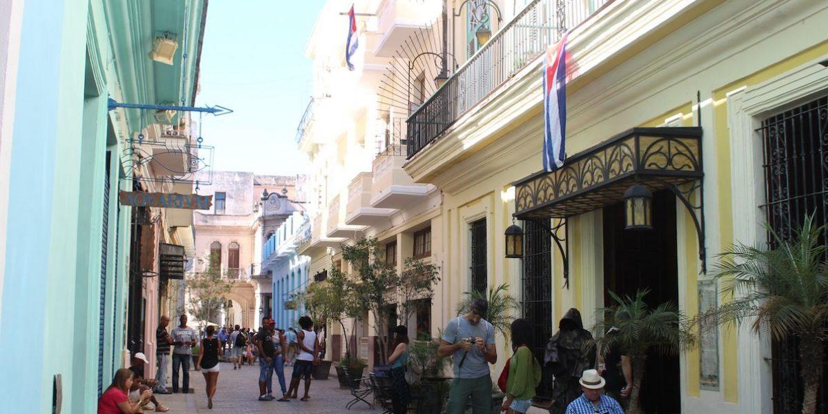 Turistas en Cuba aprovechan momento histórico