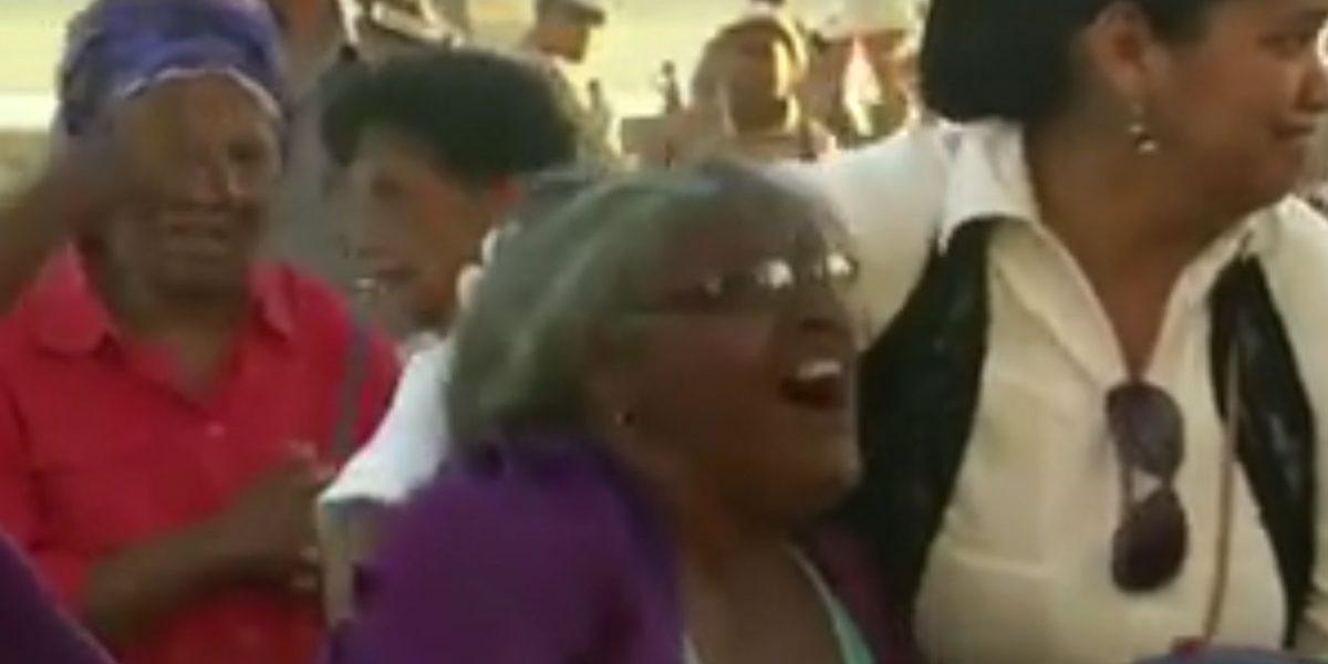 Cubana grita que por qué no se murió ella en vez de Fidel