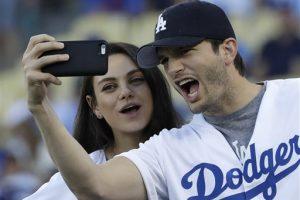 Mila Kunis y Ashton Kutcher se convierten en padres por segunda vez