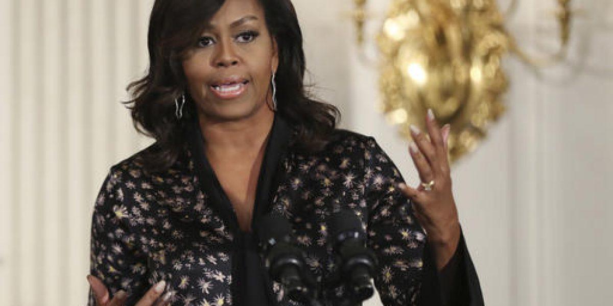 Universidad expulsa a doctora por comentario racista contra Michelle Obama