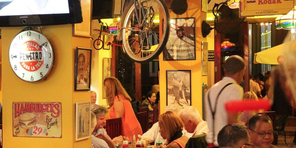 Bares en La Habana se las ingenian para vender alcohol