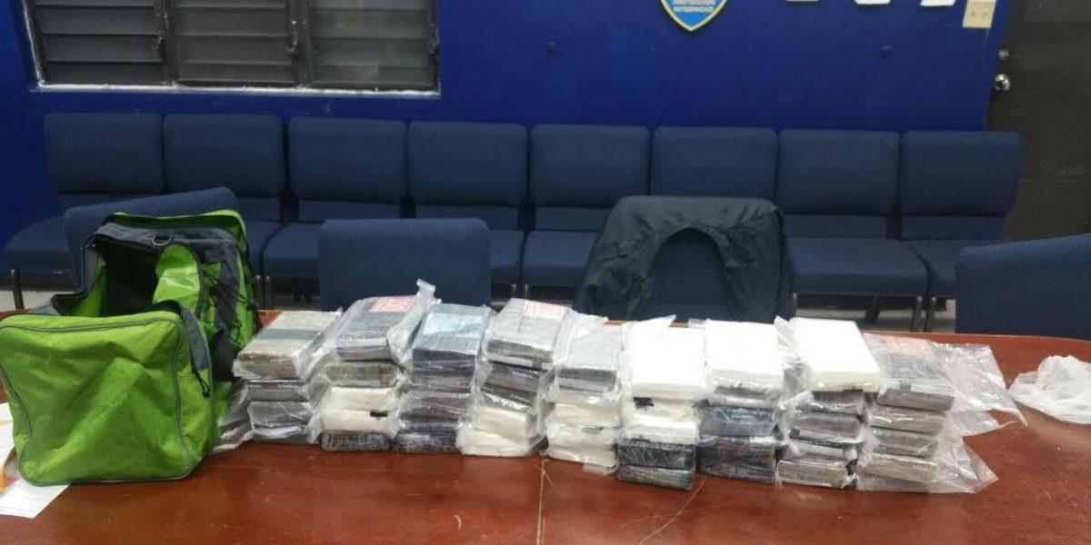 Confiscan 44 bloques de cocaína a dominicano frente a costa de la isla Palomino