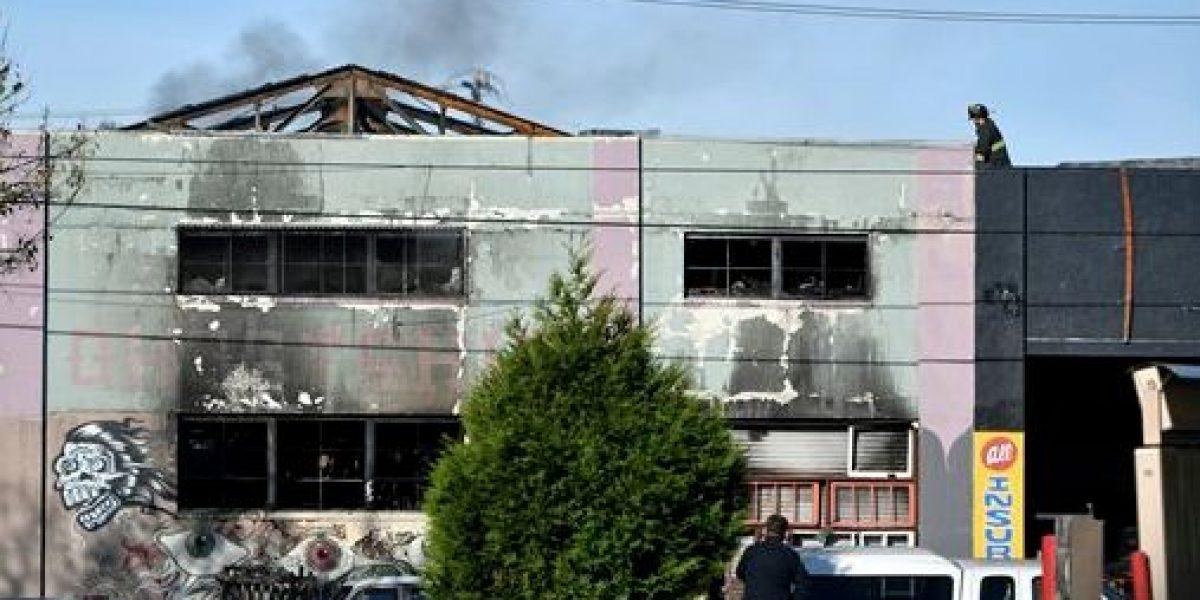 24 muertos por incendio en fiesta en almacén en California
