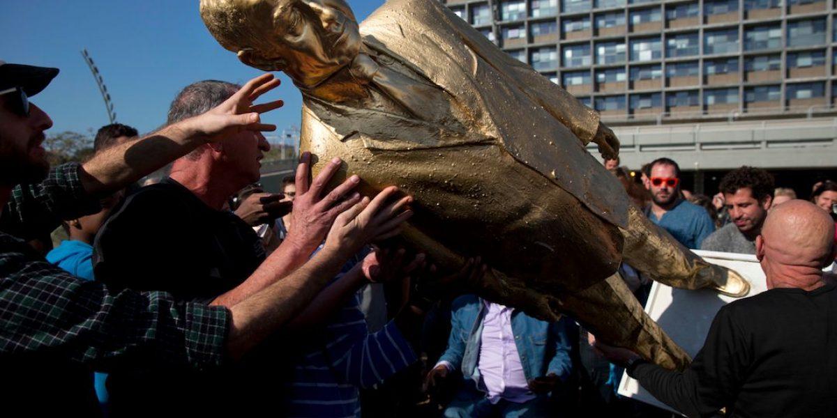 Aparece estatua de Netanyahu en Tel Aviv
