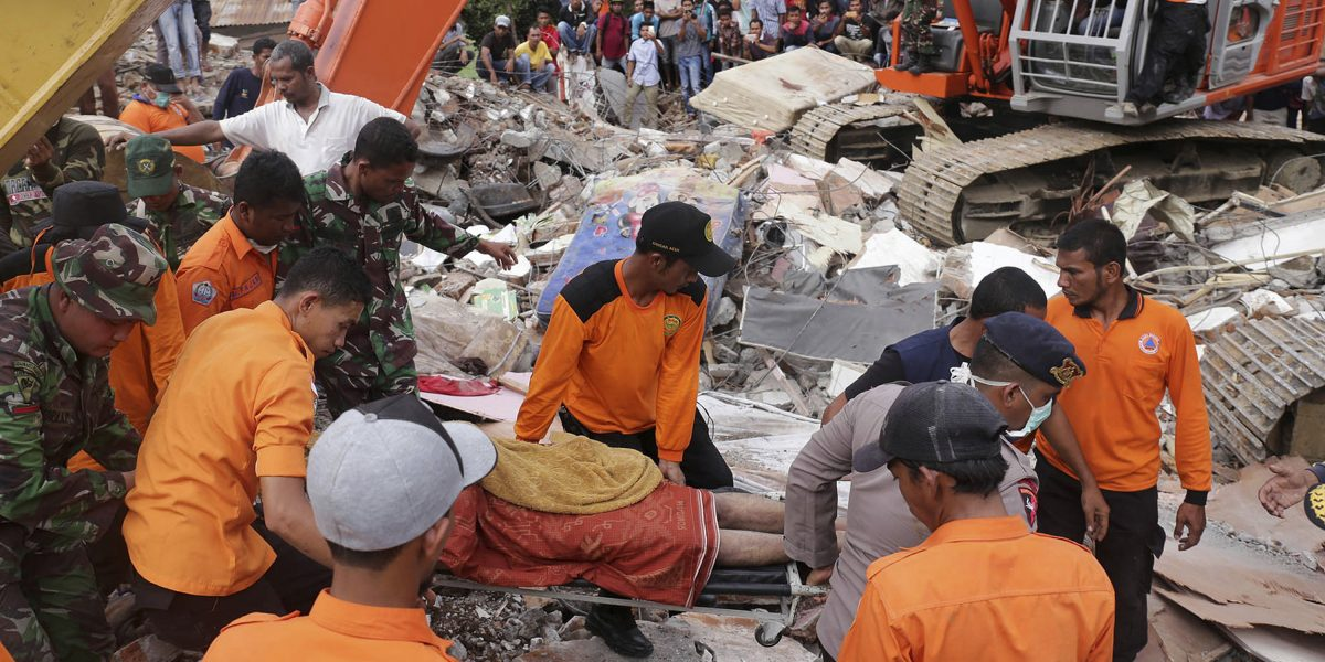 Indonesia busca sobrevivientes tras potente terremoto