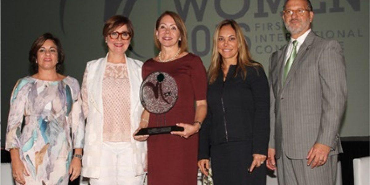 Otorgan premio Mujer Industrial 2016