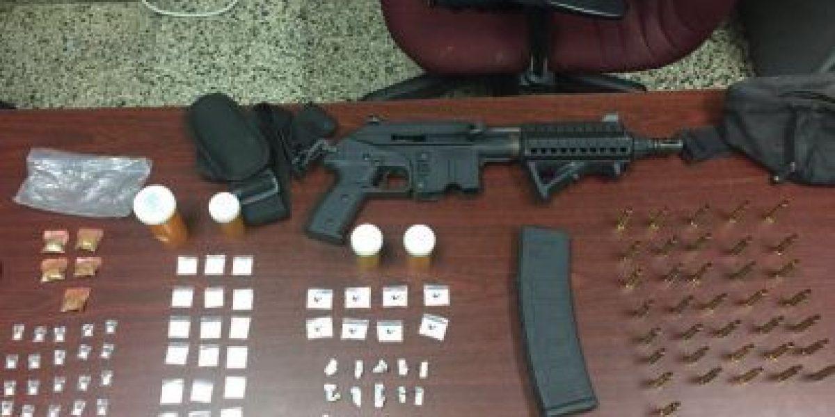 Hallazgo de rifle y drogas en residencial de Santa Isabel