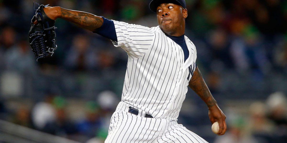 Chapman firma con los Yankees