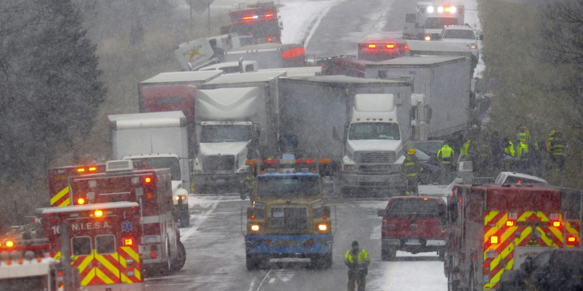 Michigan: nieve causa choque de 30 autos