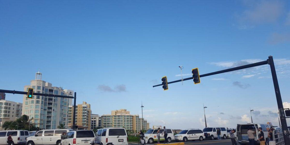 Tras negociaciones con la Policía, taxistas abren paso a VSJ