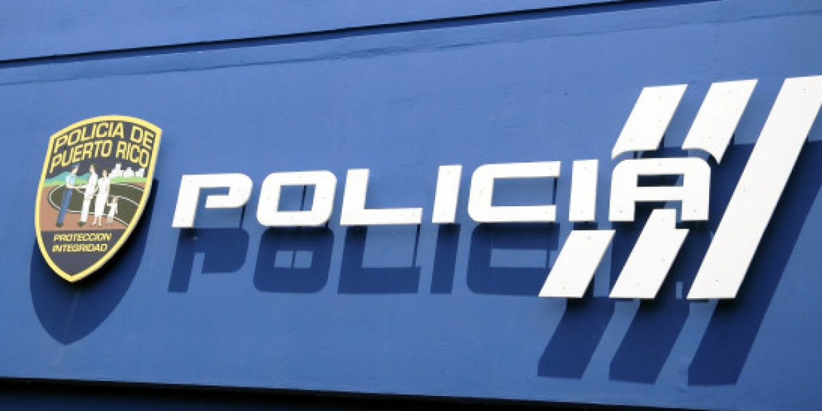 Le roban pistola a mujer policía en Arecibo