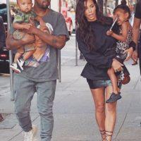 Kanye West, Kim Kardashian y sus hijos Saint y North. Imagen Por: