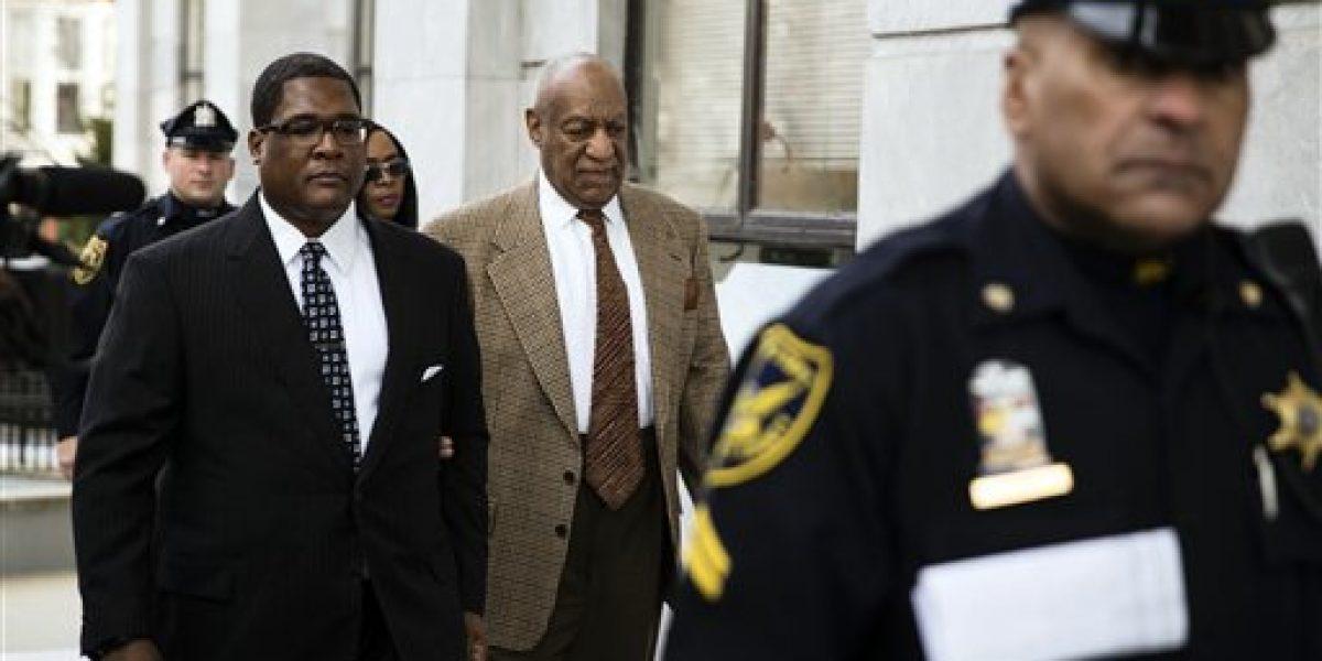 Cosby a policía de juzgado: